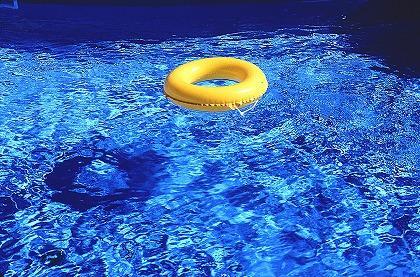 腰痛改善に水泳がイイ!理学療法士がウォーキングを推す理由とは?