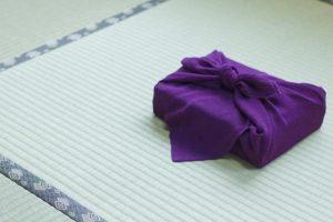 紫のつつみ