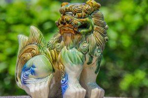 陶器のシーサー