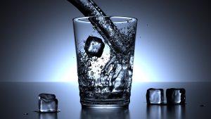 グラスと氷