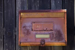 古い郵便受け